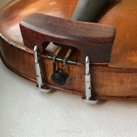 Chinrest – Violin-Central-Tamarind-Gold fittings